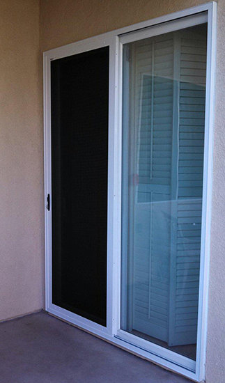Retractable screen doors retractable screens sacramento for Pull down fly screen for doors